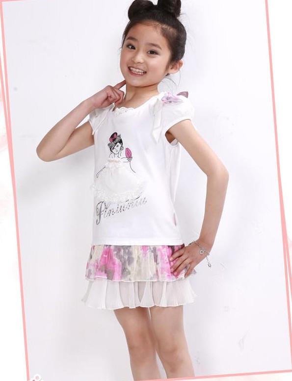 14岁的女孩穿短裙的照片