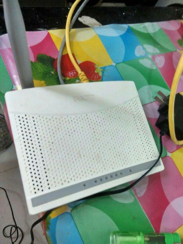 两台无线路由器有线连接。如何设置?
