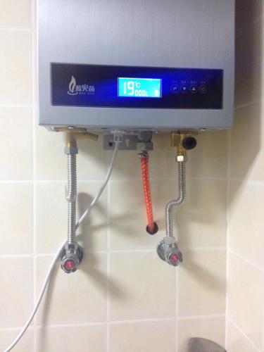 请问燃气热水器下面水阀吧是干嘛的 谢谢啦图片