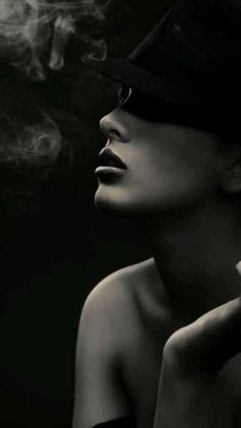 美女猛吸烟视频