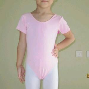 六年级小学生穿超短裙
