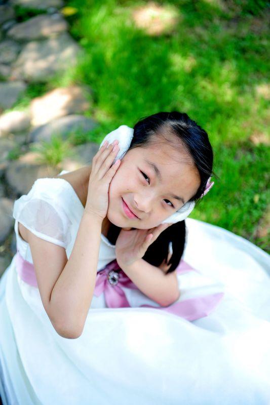 日11岁小女孩图片
