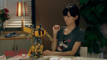 林宛瑜是现代都市情景搞笑剧《爱情公寓》系列中的女主角之一,由赵雯