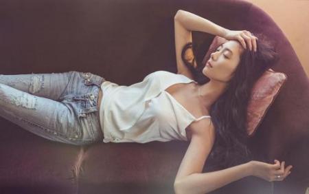 最近上映的电影《情圣》正在热映,在里面参演的韩国明星李成敏估计让