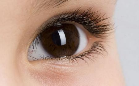 但是老人的眼珠都是那种浑浊不堪的,青年人的眼珠多是带着红血丝的.图片